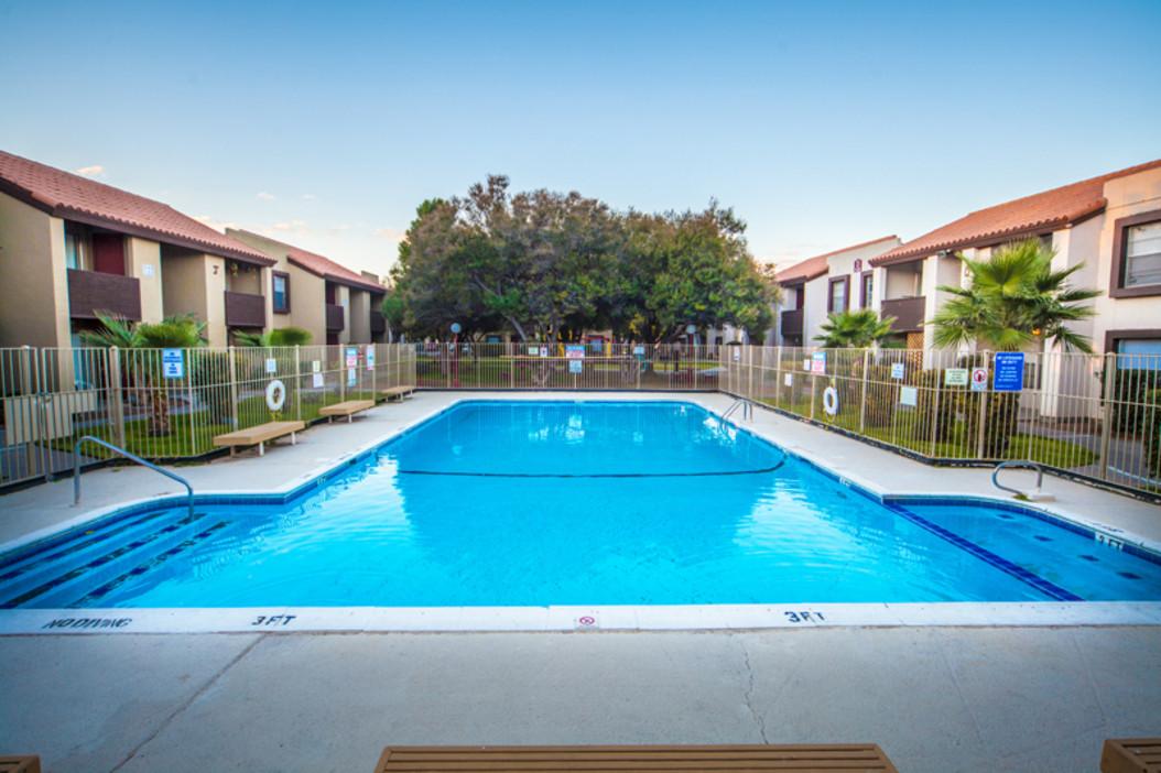 Apartments for rent in el paso tx rent now el paso for Pool design el paso tx